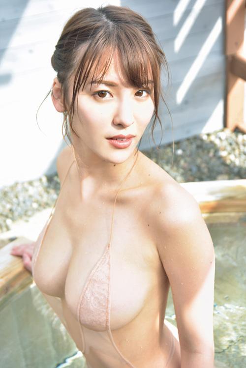 グラドル奈月セナ、乳首だけ隠れた極小水着で限界露出!AV女優転身したらバカ売れしそうな逸材なんだが・・・