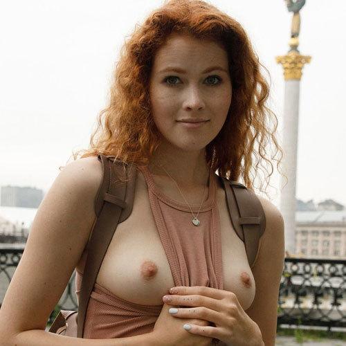 綺麗なおっぱいのラトビア美女が街中で乳首ポッチに乳出しヤリたい放題