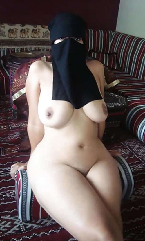 【画像】イスラム女さん、世界一の巨乳遺伝で体がエロ漫画みたいになってる