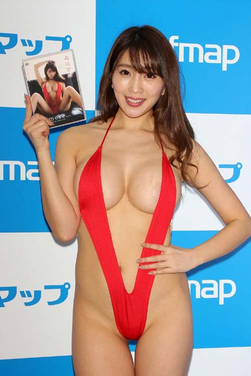 森咲智美またとんでもない水着でソフマップ!!!