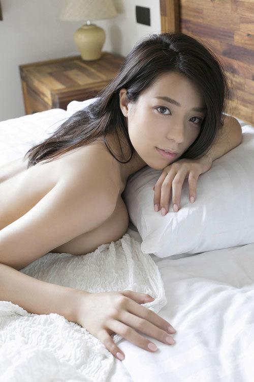 小瀬田麻由のFカップ柔らか美巨乳おっぱいに釘付け68