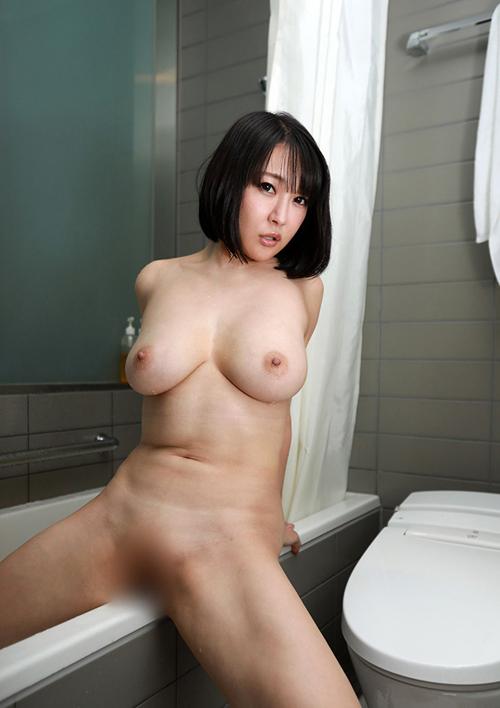 【エロ画像】綺麗なお姉さんの綺麗なおっぱい Vol.60