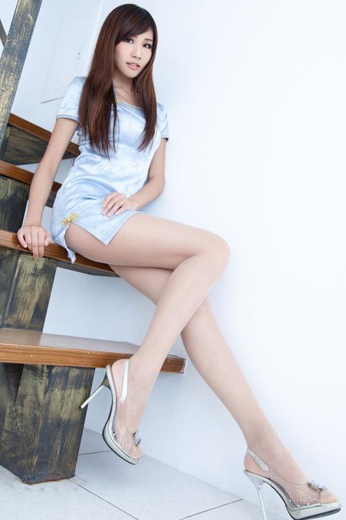 【チャイナ服エロ画像】ボディラインを強調された美女達のチャイナドレス姿に興奮度が上昇www
