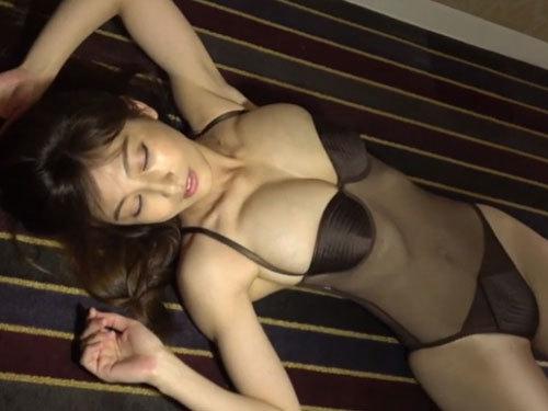 【熊田曜子】36歳3児の母にして激エロボディトレーディングカード~大人の時間~ 撮影現場生レポート