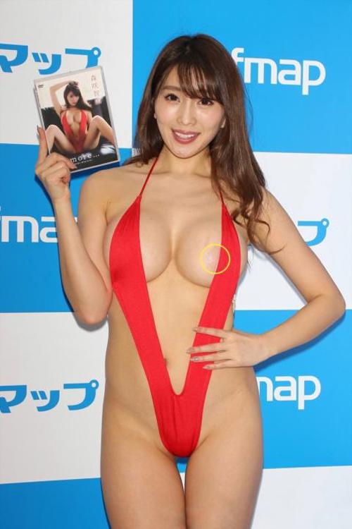 巨乳グラドル・森咲智美(26)本来ハミ出すはずの乳首が大変な事になっている…(※画像あり)