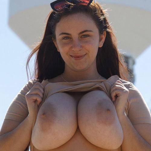 おっぱいが顔よりデカい規格外の超乳爆ケツがテキサスサイズのアメリカ女