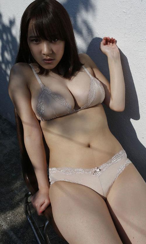 都丸紗也華ビキニに収まり切らない爆乳おっぱい49