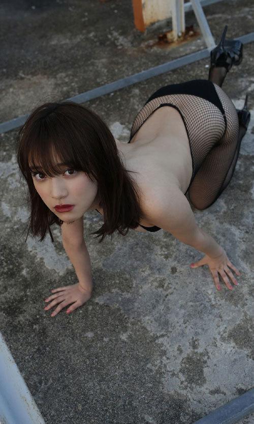 都丸紗也華ビキニに収まり切らない爆乳おっぱい65