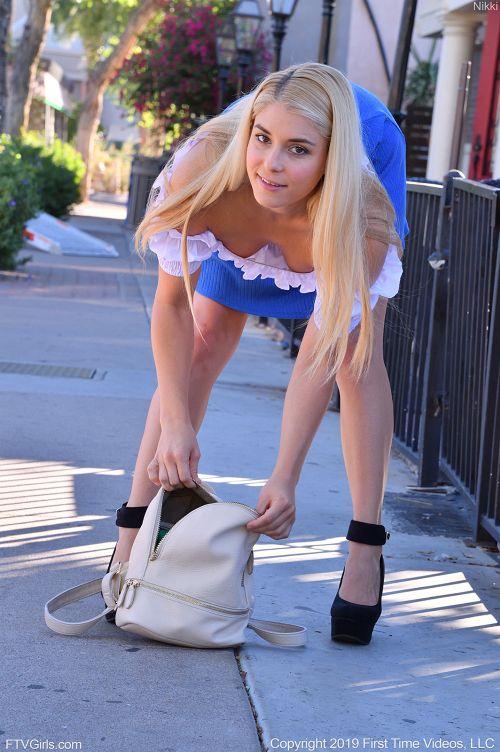 若さの秘訣はヨガとバレエとオ○ニー!見た目は美少女、性欲とマ○コは熟女なアラサー金髪美女さんww # 外人エロ画像と動画