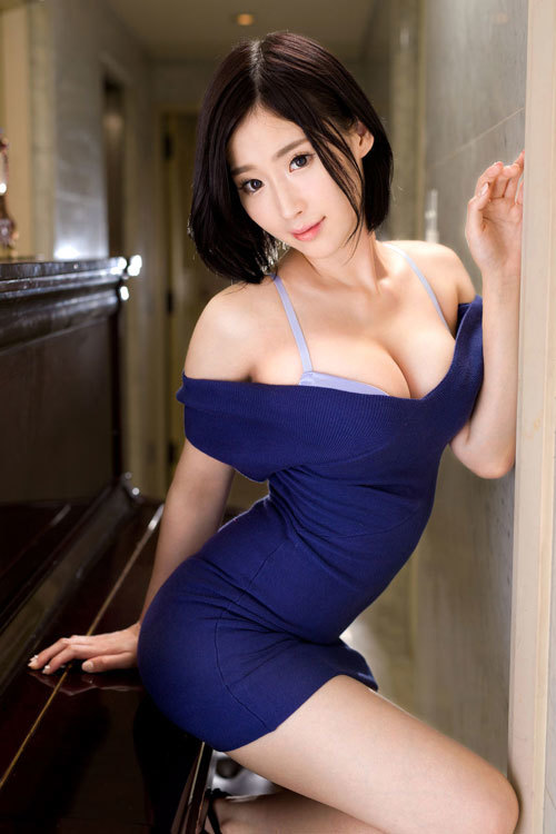 服を着てても大きさが判る着衣巨乳のおっぱい11
