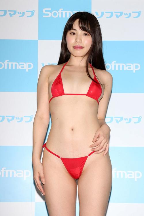 天音汐那(あまねせな)がマンコ前貼り透けソフマップ!!