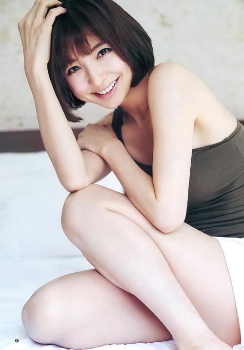 篠田麻里子 AKB黄金期から変わらないスレンダースタイルで水着グラビア