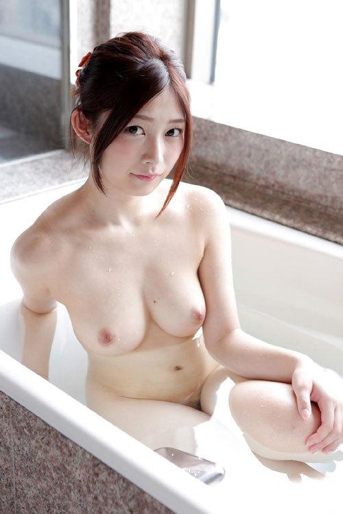 お風呂に入ってるお姉さんのおっぱいと入浴したい9