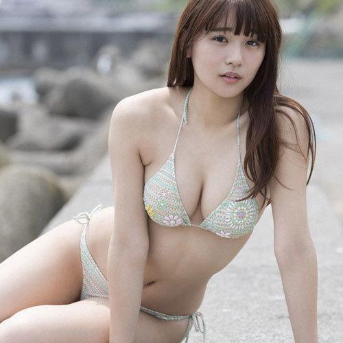 浅川梨奈 20歳になった奇跡の巨乳美少女のおっぱいに釘付けになっちゃう