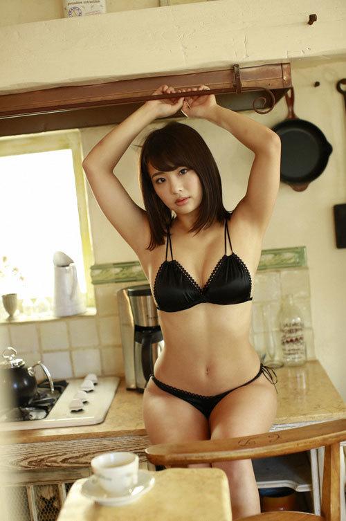 平嶋夏海ちゃんの手ブラおっぱいとエロボディ11