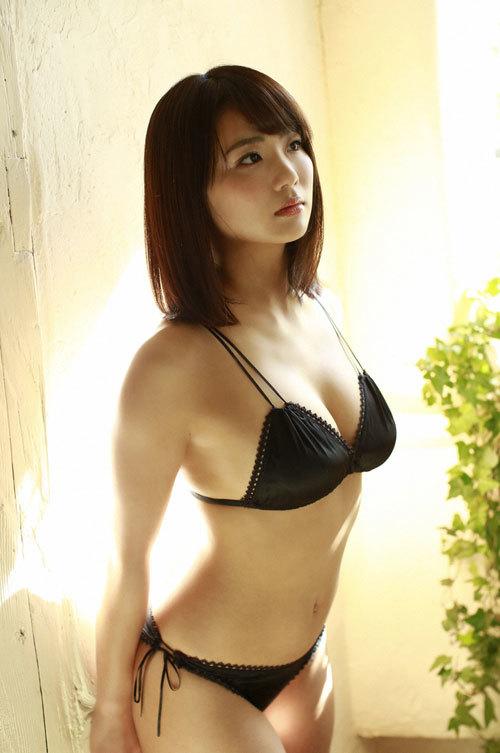 平嶋夏海ちゃんの手ブラおっぱいとエロボディ13