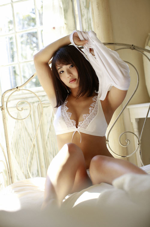 平嶋夏海ちゃんの手ブラおっぱいとエロボディ18