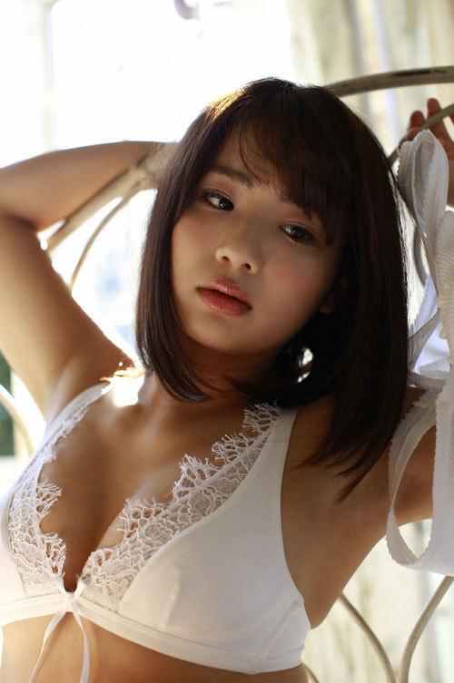 平嶋夏海ちゃんの手ブラおっぱいとエロボディ19