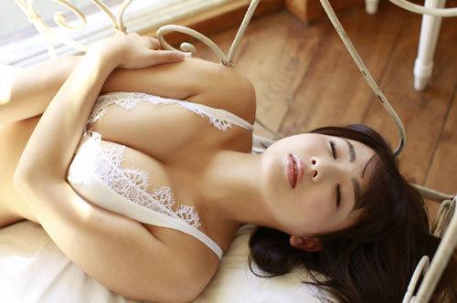 平嶋夏海ちゃんの手ブラおっぱいとエロボディ21