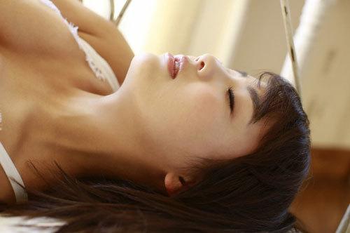 平嶋夏海ちゃんの手ブラおっぱいとエロボディ22