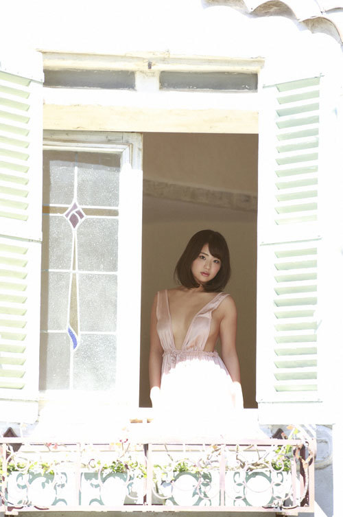 平嶋夏海ちゃんの手ブラおっぱいとエロボディ34