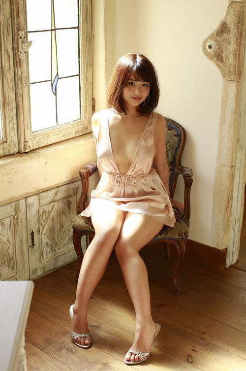 平嶋夏海ちゃんの手ブラおっぱいとエロボディ43
