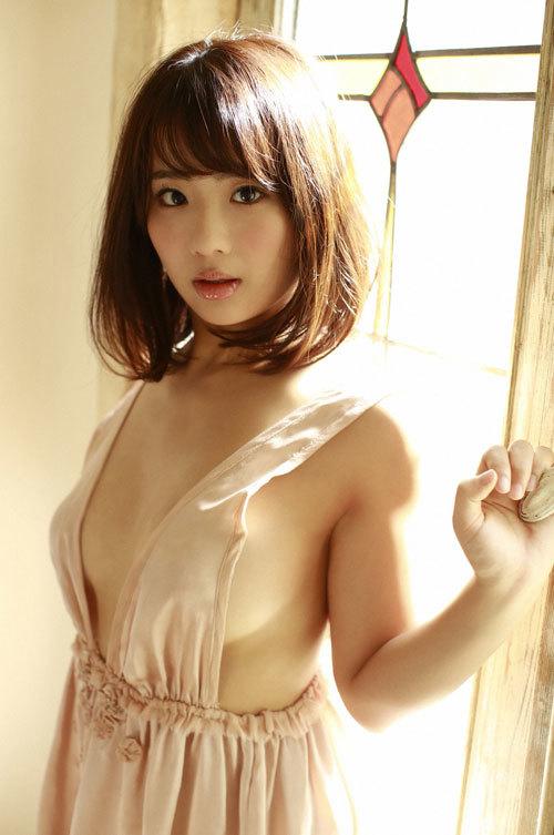 平嶋夏海ちゃんの手ブラおっぱいとエロボディ48