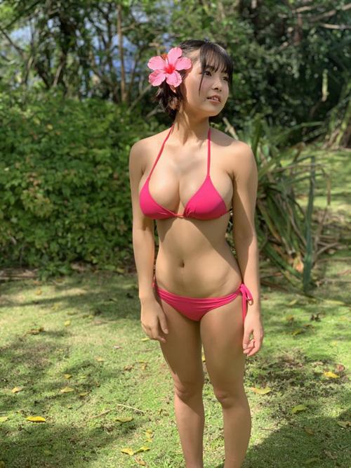 ミスヤングマガジン寺本莉緒(17)はミニマムボディなのにはち切れんばかりのおっぱいですごいよな
