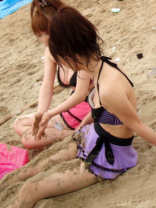 早く海で素人さんの水着姿のおっぱいが見たい13