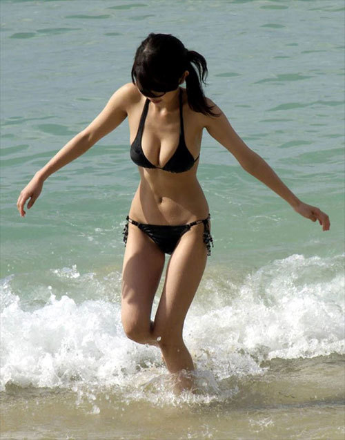 早く海で素人さんの水着姿のおっぱいが見たい26