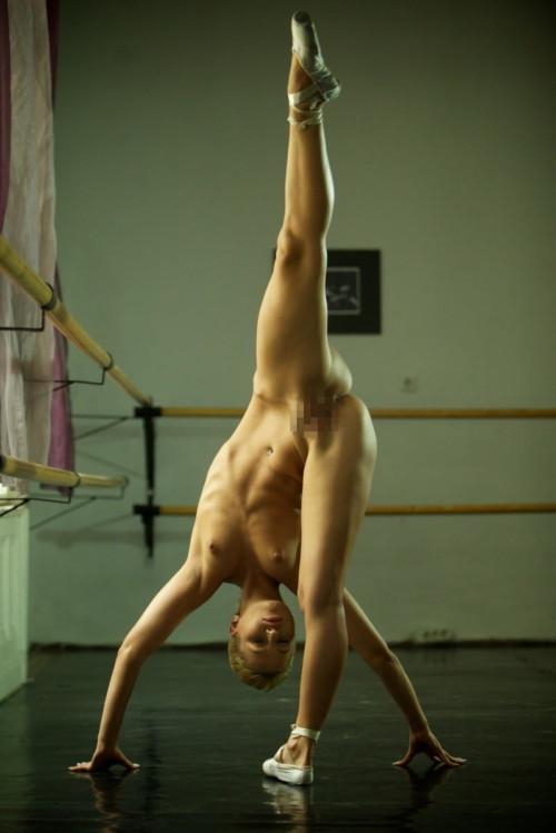 海外女性のバレエダンサーがなぜか全裸なんだがwwwwwwwwwwwwwwww(画像あり)