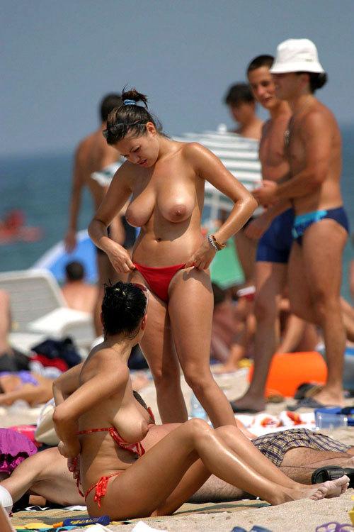 ヌーディストビーチっておっぱいだらけで楽園6
