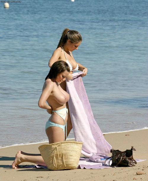 ヌーディストビーチっておっぱいだらけで楽園19