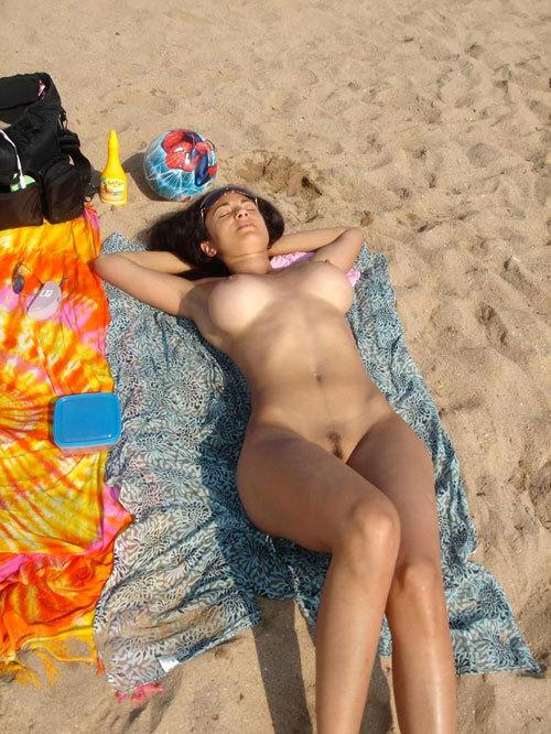 ヌーディストビーチっておっぱいだらけで楽園26