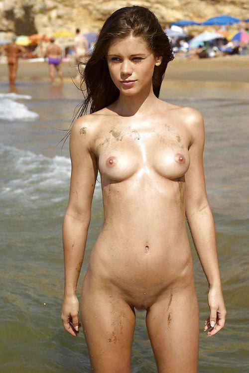 ヌーディストビーチっておっぱいだらけで楽園27