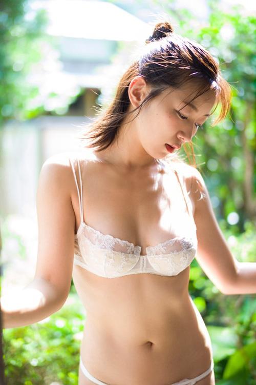 【階戸瑠李(Dカップ巨乳)お色気グラビア】画像・動画