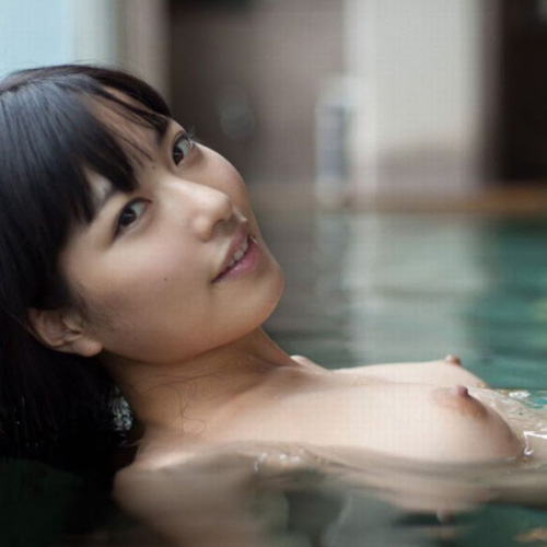 全裸で入浴中の美女たちを見ると、一緒に風呂に入りたくなる
