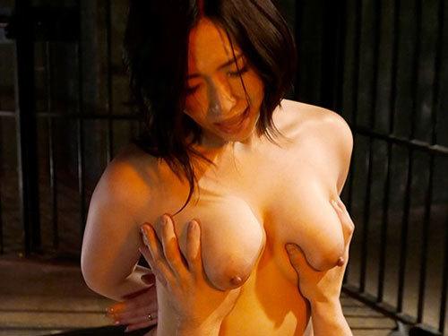 佐山愛 巨乳美女が拉致監禁され排卵日が近づくとタネを仕込まれ強制受胎