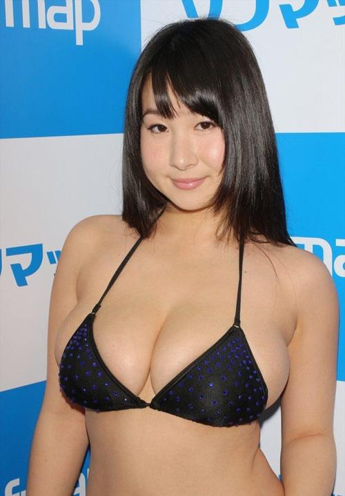 Jカップグラドル桐山瑠衣が特大おっぱいブルンブルンな新作DVDを出すぞ!