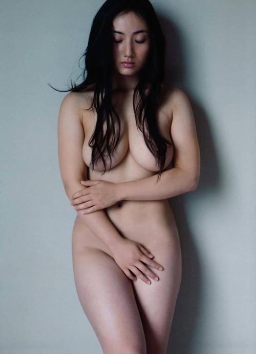 紗綾の全裸ヌードがエロ過ぎる!グラドル界最強のおっぱいだわ・・・