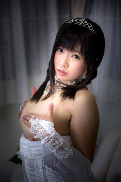 ウエディングドレスの花嫁のおっぱい揉みたい11