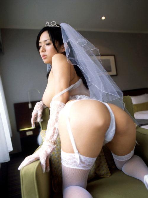 ウエディングドレスの花嫁のおっぱい揉みたい13