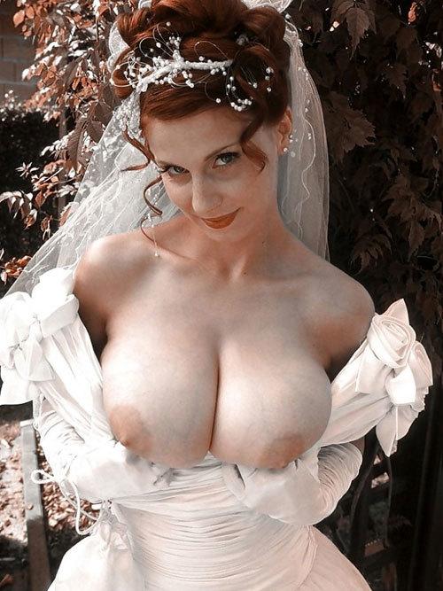 ウエディングドレスの花嫁のおっぱい揉みたい14