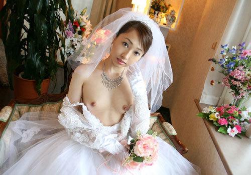 ウエディングドレスの花嫁のおっぱい揉みたい15