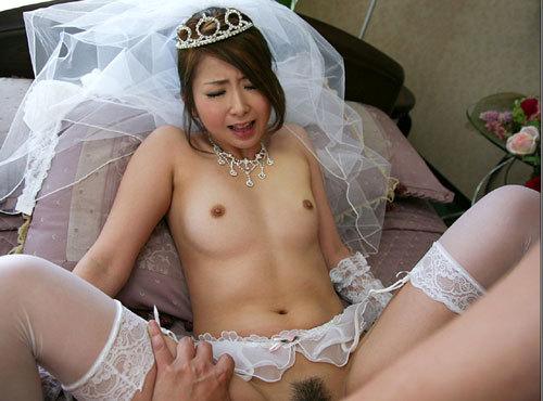 ウエディングドレスの花嫁のおっぱい揉みたい25