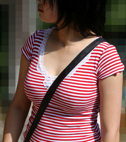 パイスラッシュで着衣巨乳のおっぱいを強調7