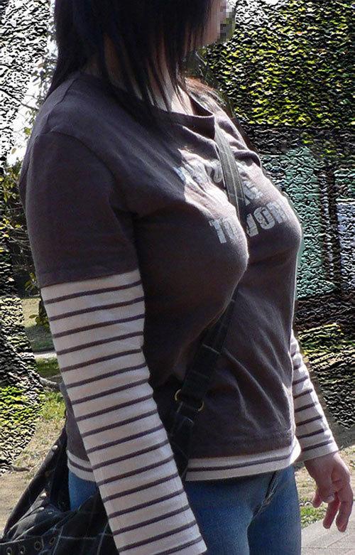 パイスラッシュで着衣巨乳のおっぱいを強調12