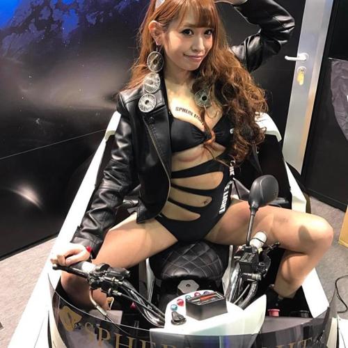 サドルになりたくなるバイク女子のエロ画像