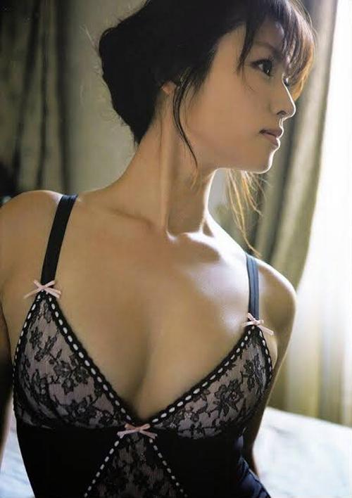 深田恭子(36)さん、割れ目を解禁!脱ぎたくて仕方ない模様www