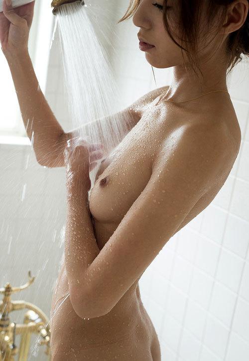 シャワー浴びてるお姉さんの濡れ濡れおっぱい27